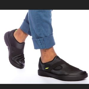 OOFOS ⚫️ OOMG Low slip on shoes